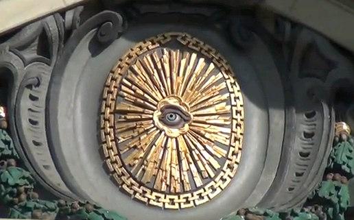 L'œil qui voit tout; tous les symboles des Illuminatis dans les médias Bernepolice67c6c