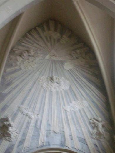SÍMBOLOS LUCIFERIANOS EN LA RELIGIÓN Church3