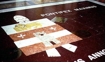 Significado de la Flor de Lis: Puerta de Isthar, la Vulgata y la trinidad, ¿algo en común? Symbol361