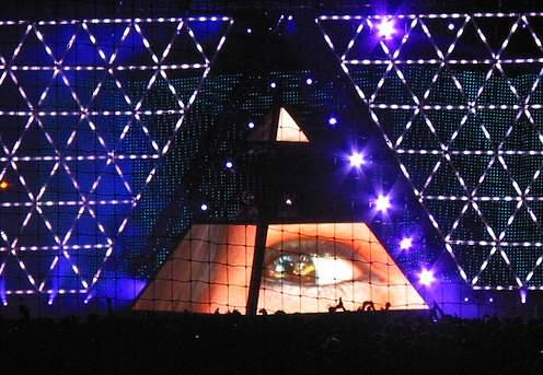 L'œil qui voit tout; tous les symboles des Illuminatis dans les médias Wtktkzef111